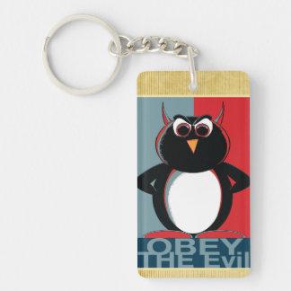 Obedezca el pingüino malvado llavero