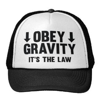Obedezca la gravedad. Es la ley Gorras