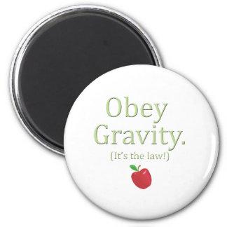 ¡obedezca la gravedad que es la ley! imán redondo 5 cm