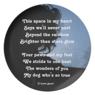 Oda del poema de la placa a los perros por el aflo plato de cena