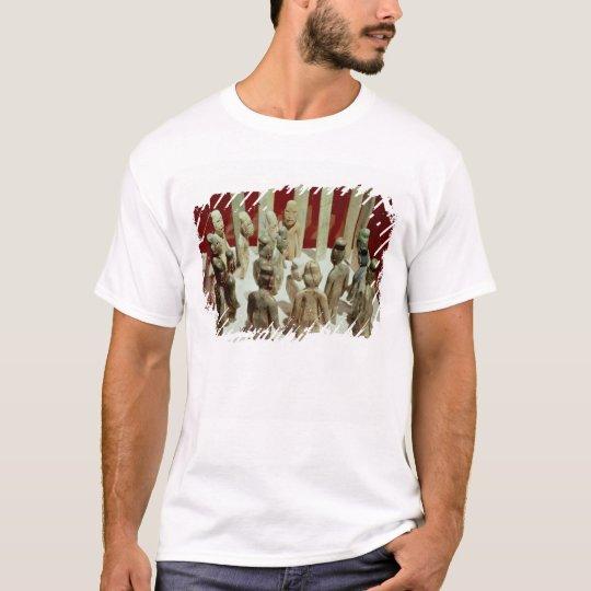 Ofrecimiento de dieciséis figuras masculinas, del camiseta