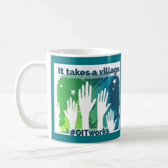 OIT que alcanza las manos: 2 diversos lados Taza De Café