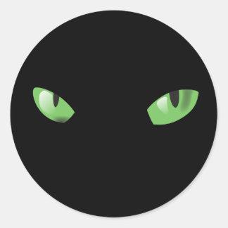 Ojos de gatos en la oscuridad pegatina redonda