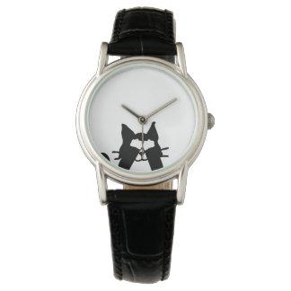 Ojos de la cubierta del gato del gatito del reloj