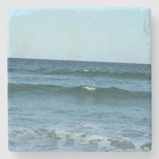 Olas oceánicas del balanceo posavasos de piedra