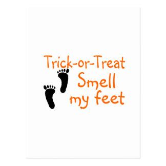 Olor del truco o de la invitación mis pies tarjetas postales