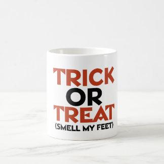 Olor del truco o de la invitación mis pies taza de café
