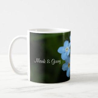 Olvídeme no las flores novia y taza de café del