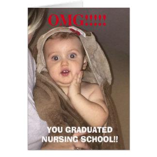 Omg usted graduó la tarjeta divertida del bebé de