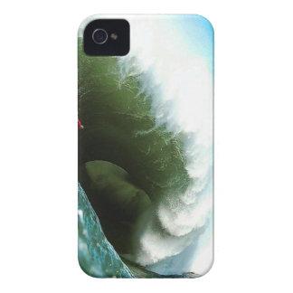 Onda que practica surf escarpada grande funda para iPhone 4 de Case-Mate
