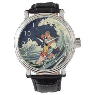 Onda romántica de la playa del beso del amor del relojes de pulsera