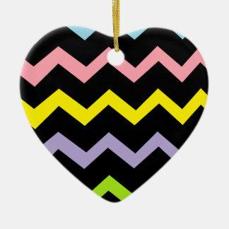 Ondas coloridas del triángulo adorno de cerámica en forma de corazón