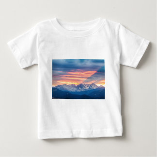 Ondas de la puesta del sol de la montaña rocosa de camiseta de bebé