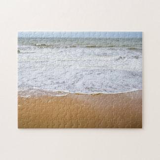 Ondas en el rompecabezas de la foto de la playa
