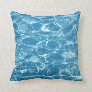 Ondulaciones bonitas del agua azul cojín decorativo