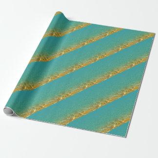 Ondulaciones del agua del azul y del oro del papel de regalo