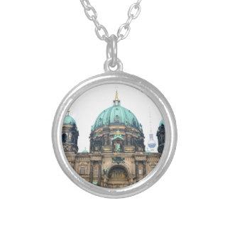 Opinión del vintage de la catedral de Berlín (Dom Collar Plateado