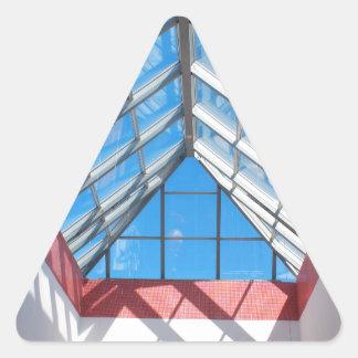 Opinión inferior sobre el tejado de cristal pegatina triangular