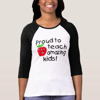 Orgulloso enseñar a los niños asombrosos (Apple) Camiseta