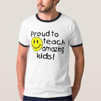 Orgulloso enseñar a los niños asombrosos (smiley) camiseta