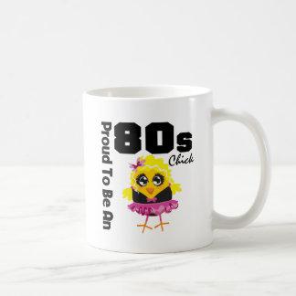 Orgulloso ser un polluelo 80s taza básica blanca