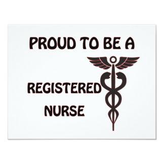 Orgulloso ser una enfermera registradoa invitación 10,8 x 13,9 cm