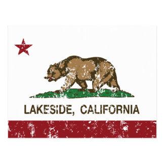 Orilla del lago de la bandera del estado de postal