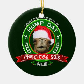 Ornamento 2013 de la cerveza inglesa del navidad adorno navideño redondo de cerámica
