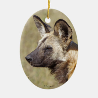 Ornamento africano del perro salvaje adorno ovalado de cerámica