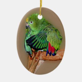 Ornamento amarillo del pájaro del loro de Naped el Adorno Navideño Ovalado De Cerámica
