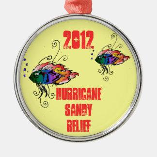 ornamento arenoso 2012 del alivio del huracán adorno navideño redondo de metal
