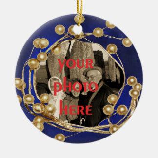 Ornamento azul de la foto del marco de la bola del adorno navideño redondo de cerámica