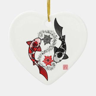 Ornamento de cerámica de los pescados de Yin y de