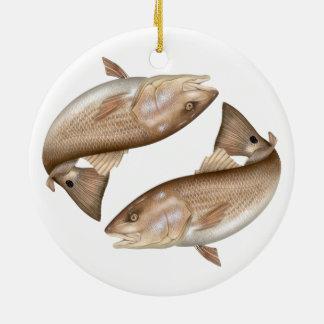 Ornamento de cerámica de los salmones (tambor