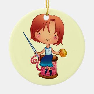 Ornamento de costura del chica adorno navideño redondo de cerámica