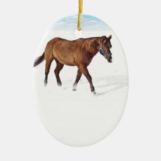 Ornamento de la escena del caballo del invierno adorno navideño ovalado de cerámica