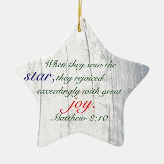 Ornamento de la estrella 2014 del navidad con adorno navideño de cerámica en forma de estrella