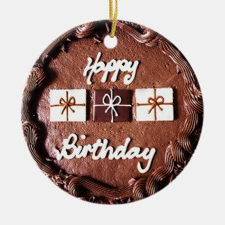 Ornamento de la torta de cumpleaños del chocolate adorno redondo de cerámica