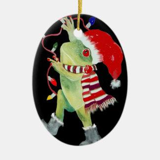Ornamento de las luces de navidad de la rana adorno navideño ovalado de cerámica