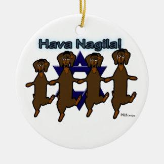 Ornamento de los perros de patas muy cortas de adorno navideño redondo de cerámica