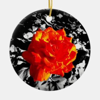 Ornamento del árbol de navidad del rosa rojo