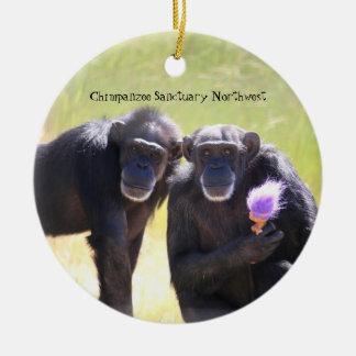 Ornamento del chimpancé - Annie y Foxie Adorno Navideño Redondo De Cerámica