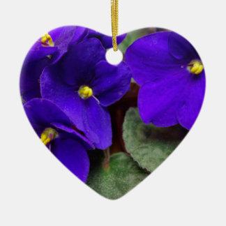 Ornamento del corazón de la violeta africana adorno de cerámica en forma de corazón