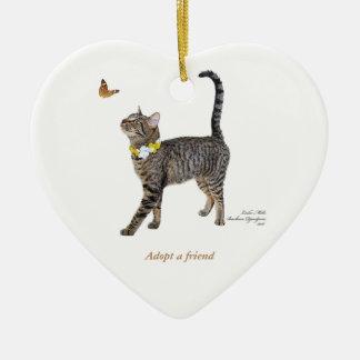 Ornamento del corazón que ofrece Tabatha, el Tabby
