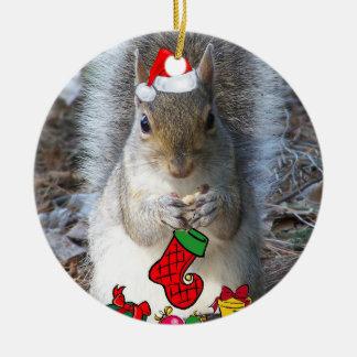Ornamento del navidad de la ardilla adorno navideño redondo de cerámica