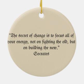 Ornamento del navidad de la cita de Sócrates