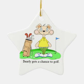 Ornamento lindo divertido del oso del golf adorno navideño de cerámica en forma de estrella