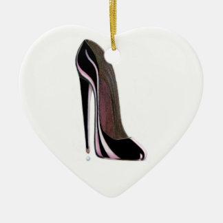 Ornamento negro del corazón del zapato del adorno