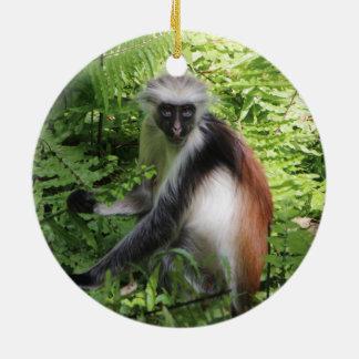 Adorno De Cerámica Ornamento rojo del mono de Colobus de Zanzíbar