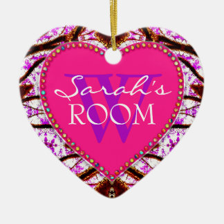 Ornamento rosado tribal del corazón del nombre de adorno navideño de cerámica en forma de corazón